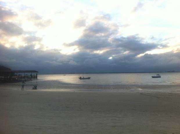 O pôr do sol de um dia quente (Ilha do Mel/PR)