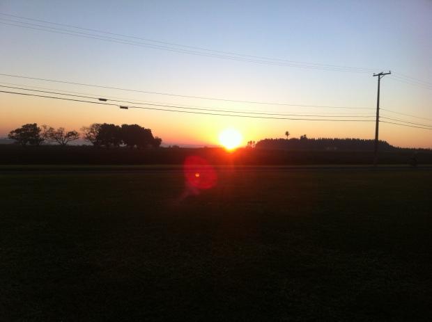 O nascer do sol em um dia frio