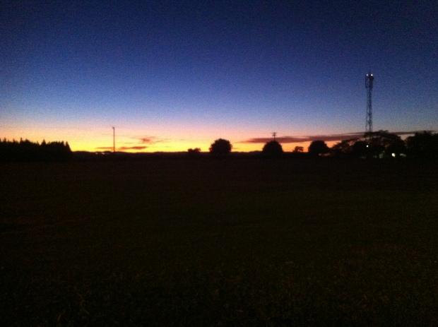 O nascer do sol após uma noite de chuva