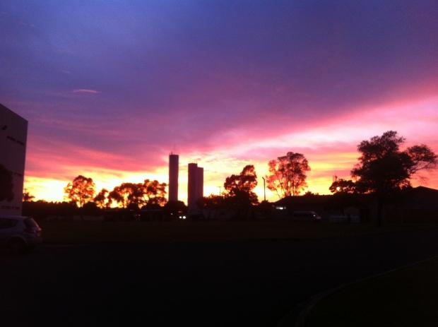O pôr do sol de um dia frio